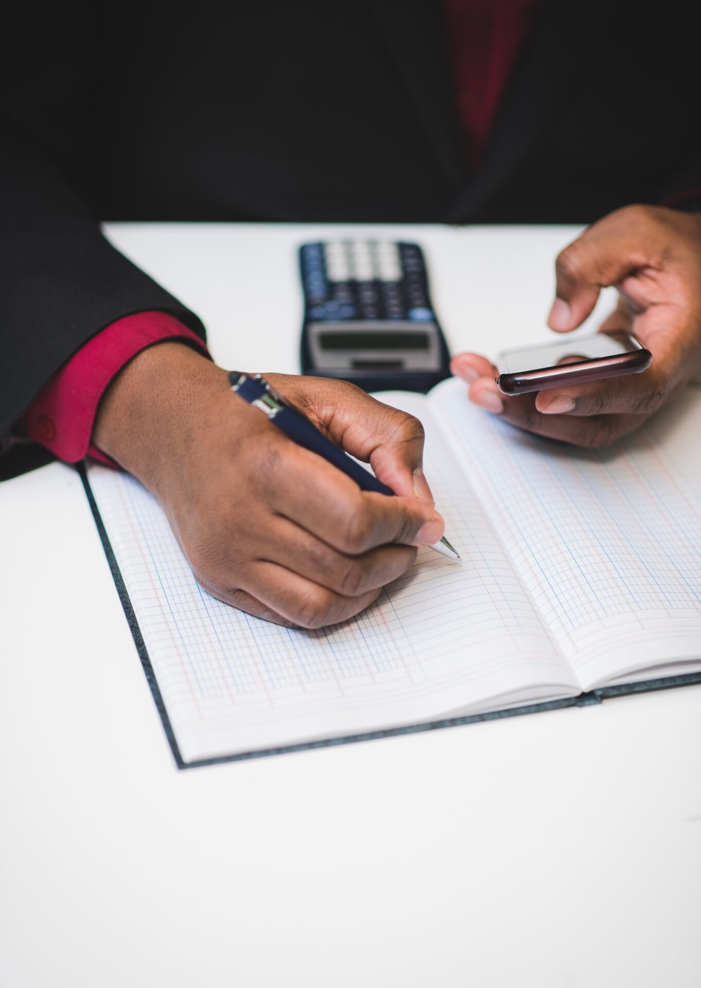 african-american-man-doing-accounting-with-smartph-WBLEZUP